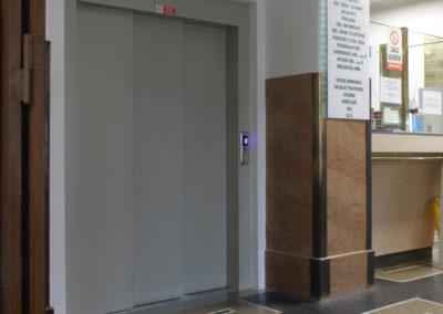 Dveře - Lůžkový výtah Nemocnice Na Františku, Praha 1-03