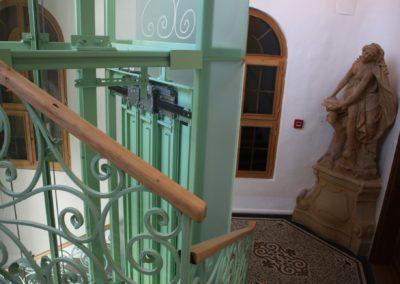 Rekonstrukce výtahu, lanový výtah ZEUS, prosklená šachta, leptané sklo, Ministerstvo pro místní rozvoj, Staroměstské nám. 6, Praha